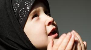 muslimgirlpraying-shutterstock