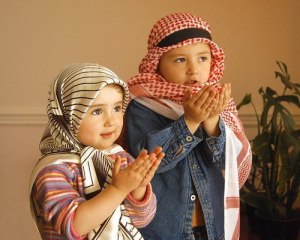 praying-muslim-children