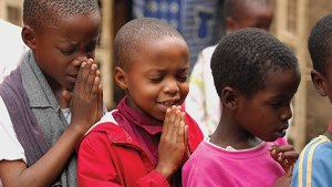 Tanzania-children-praying