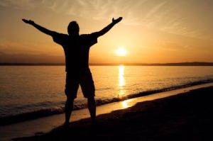 man_on_beach_praising_god_MAN