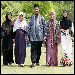 Muslims-Britain-Polygamy