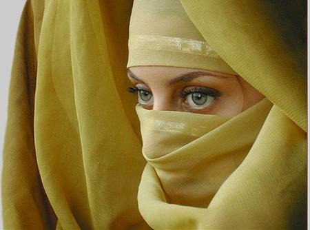 girl-in-veil